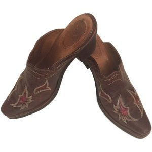 Ariat Western Style Leather Mule w/ Red Inlay
